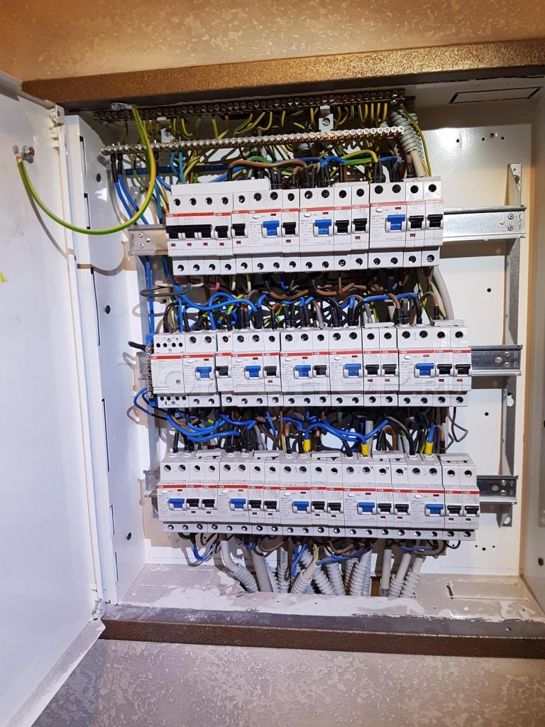Автоматическое подключение фазы на резерв