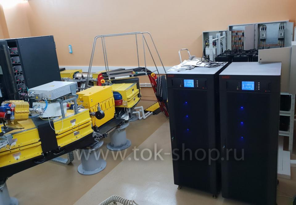 Два ИБП на 120кВА в параллель для бесперебойного питания протонного ускорителя. Работают в комплексе с 300кВт ДГУ ТСС Проф